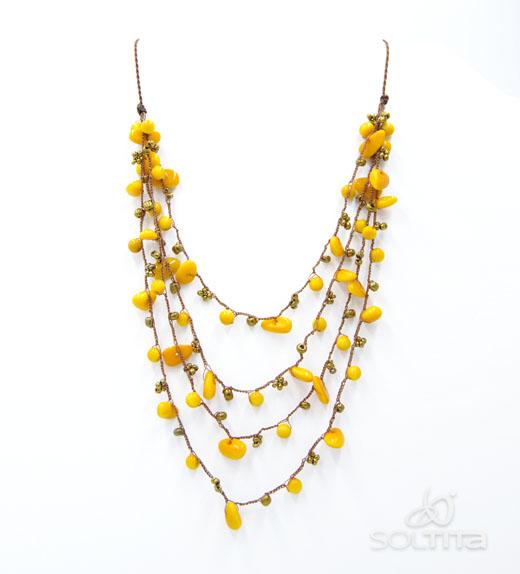 collier jaune en ivoire végétal (tagua, corozo) SOLTITA tissé au crochet
