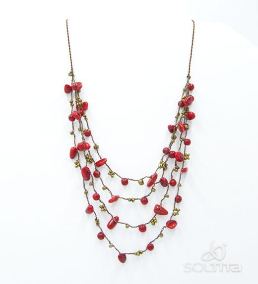 Collier rouge en ivoire végétal (tagua, corozo) tissé au crochet