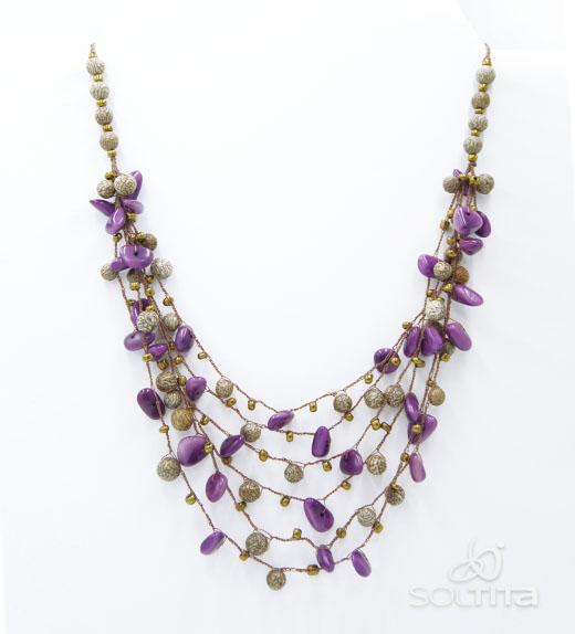 collier violet en ivoire végétal (tagua, corozo) SOLTITA tissé au crochet